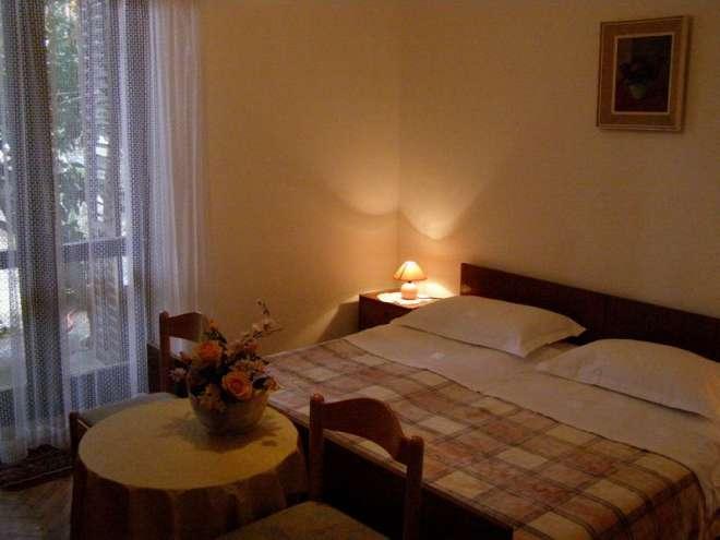 Apartments Klečak